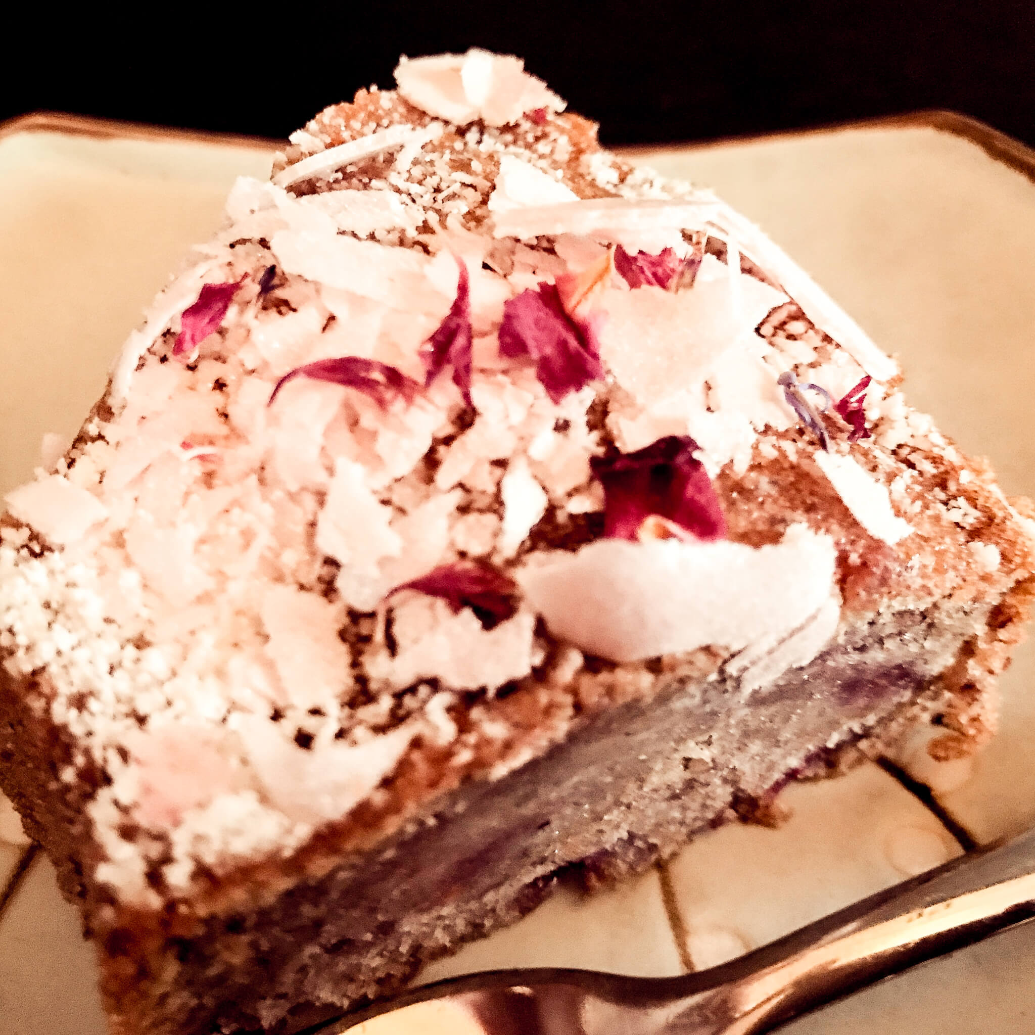 BANANA-RASPBERRY-CAKE WITH WHITE CHOCOLATE