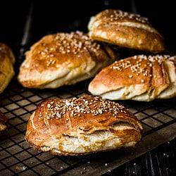 bild von veganen Laugenecken, selbst gebacken