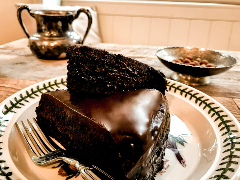 PICTURE OF VEGAN CHOCOLATE CAKE BY VEGANSFIRST