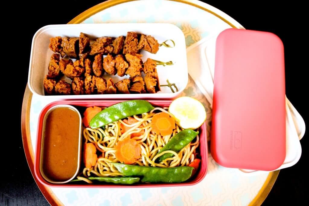 picture of monbento box with seitan satay