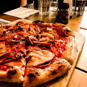 picture of vegan pizza in dublin