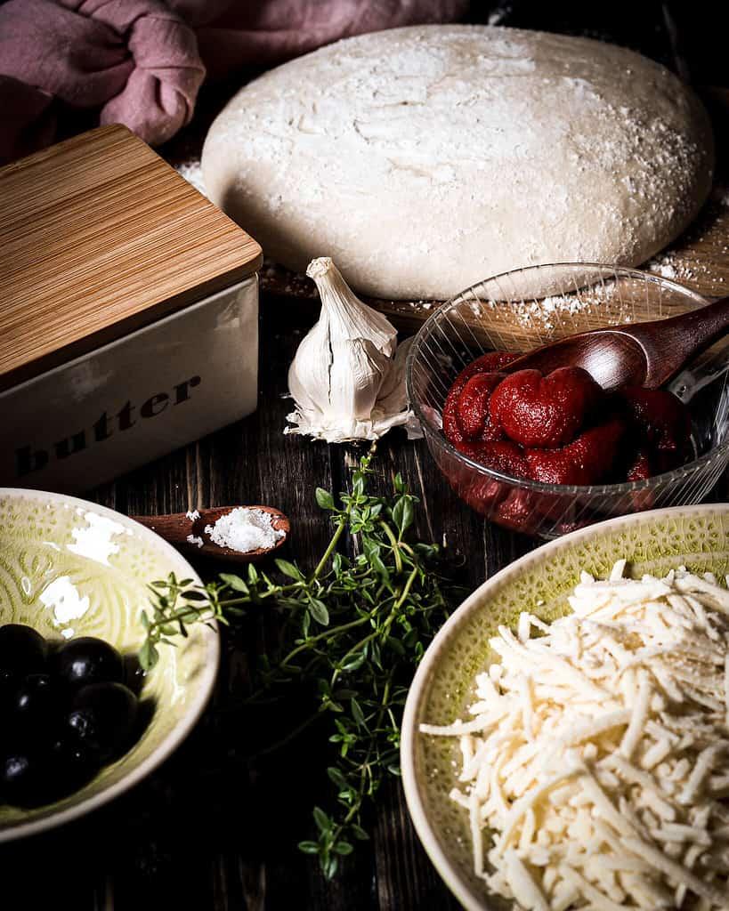 Zutaten für das vegane Laugenpizza Twist Bread