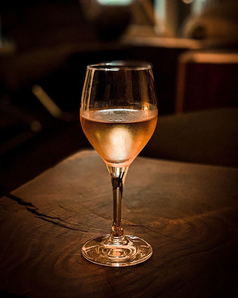 Wein im Almodovar Hotel