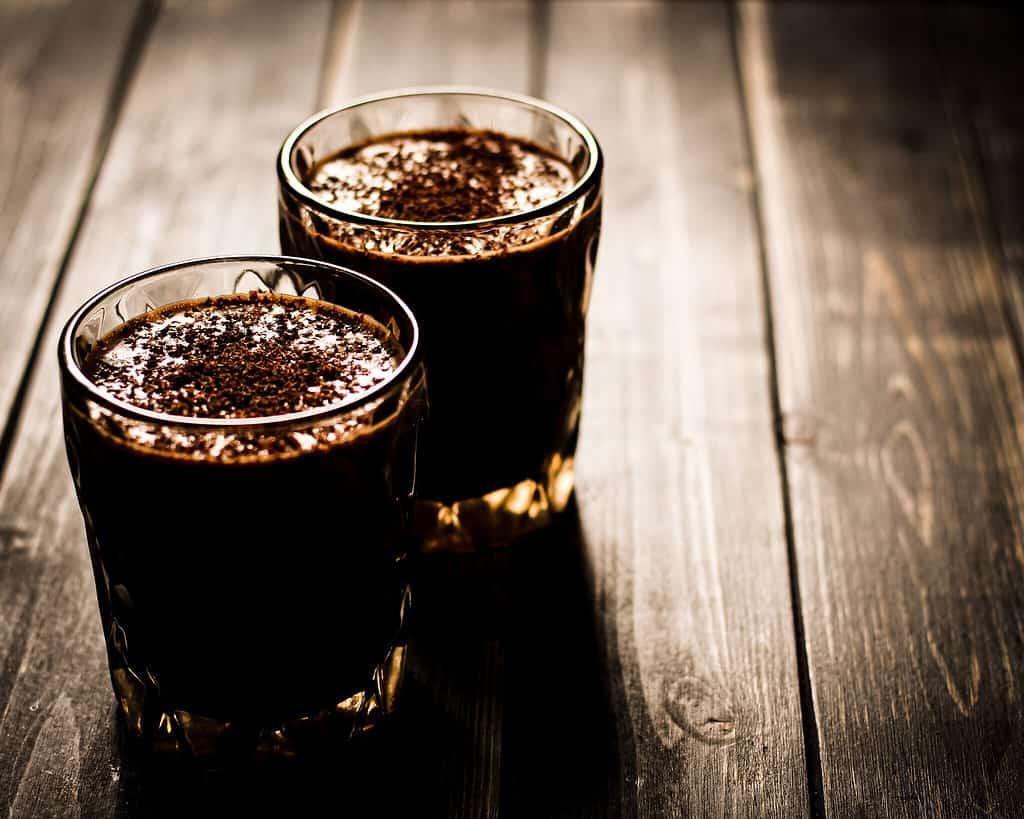 Bild von veganem Snickers-Shake mit Espresso