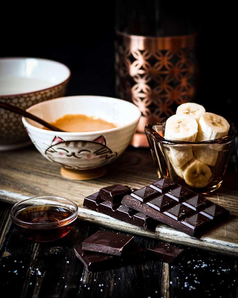 zutaten für veganen snickers-cappuccino-smoothie