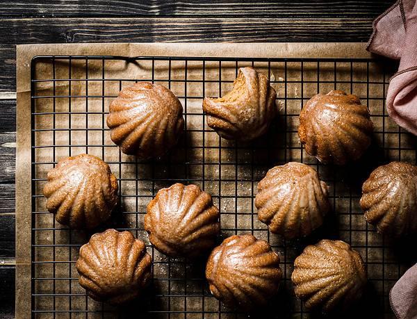 bild von veganen chai-madeleines