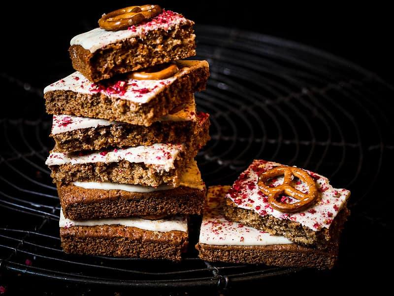 Bild von Weiße-Schokolade-Himbeer-Brezel-Kekse