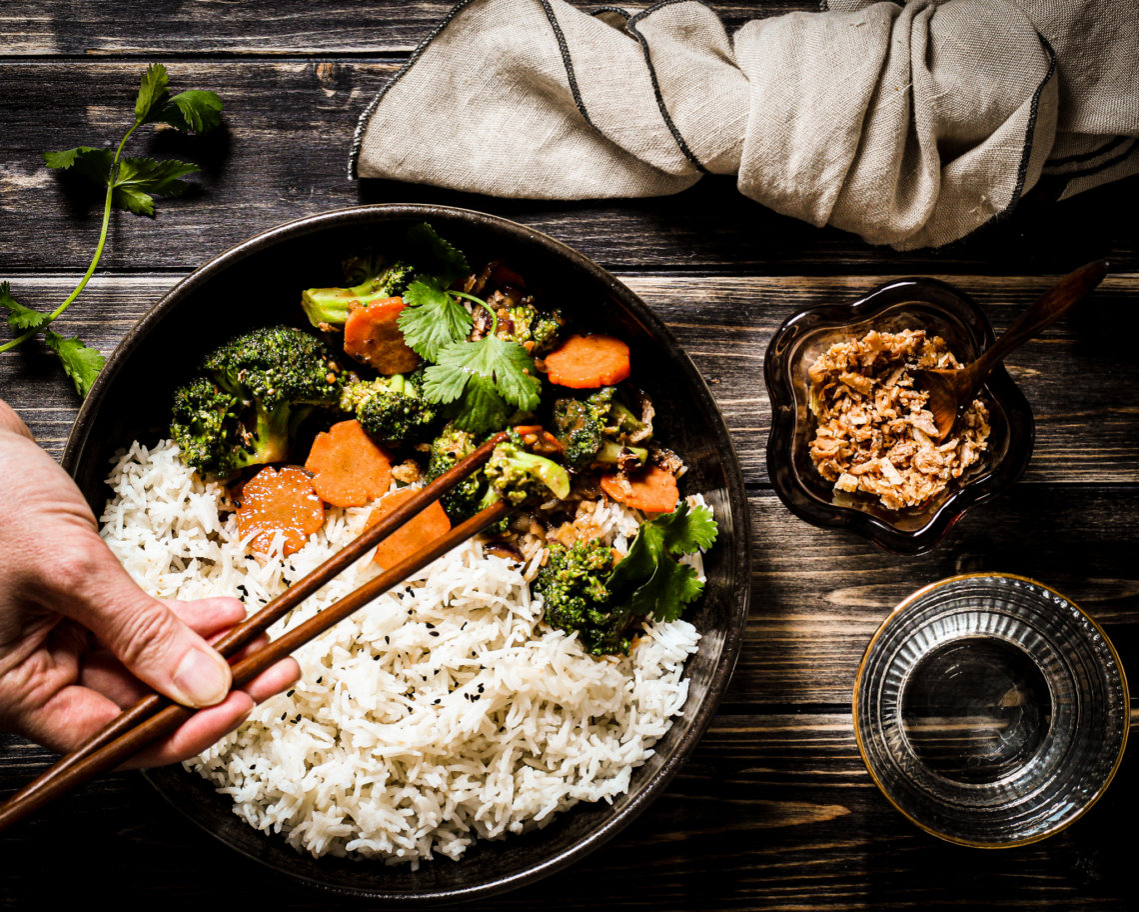 Bild von veggies mit sesamsoße