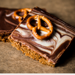 If you can't decide between white or brown chocolate, sweet or salty snacks, these vegan duo pretzel bars are what you're looking for. And that swirling is the most satisfying thing to do!
