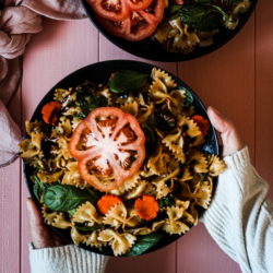 Vegan pasta salad that can be made in less than 20 minutes, with supermarket ingredients and no fancy kitchen equipment
