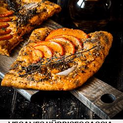 Knusprige frische Hokkaido-Za'atar-Focaccia mit Kürbis, Olivenöl und der Gewürzmischung Za'atar kannst du ganz einfach selber backen
