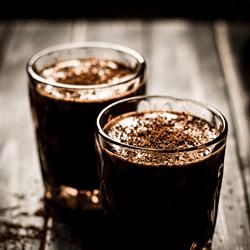Der Snickers-Shake mit Espresso und passt perfekt zu jedem Sandwich oder Frühstücksburrito