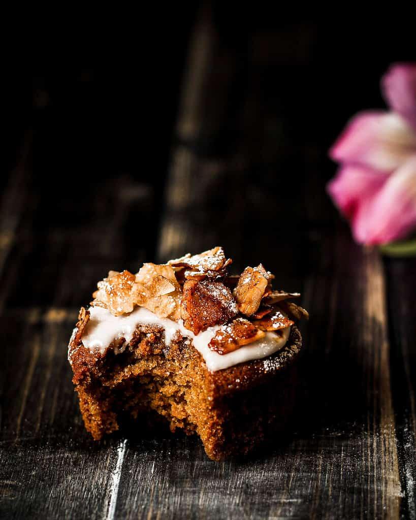 Kokos Bacon Muffins machen sich auch gut auf dem veganen Brunch-Buffet