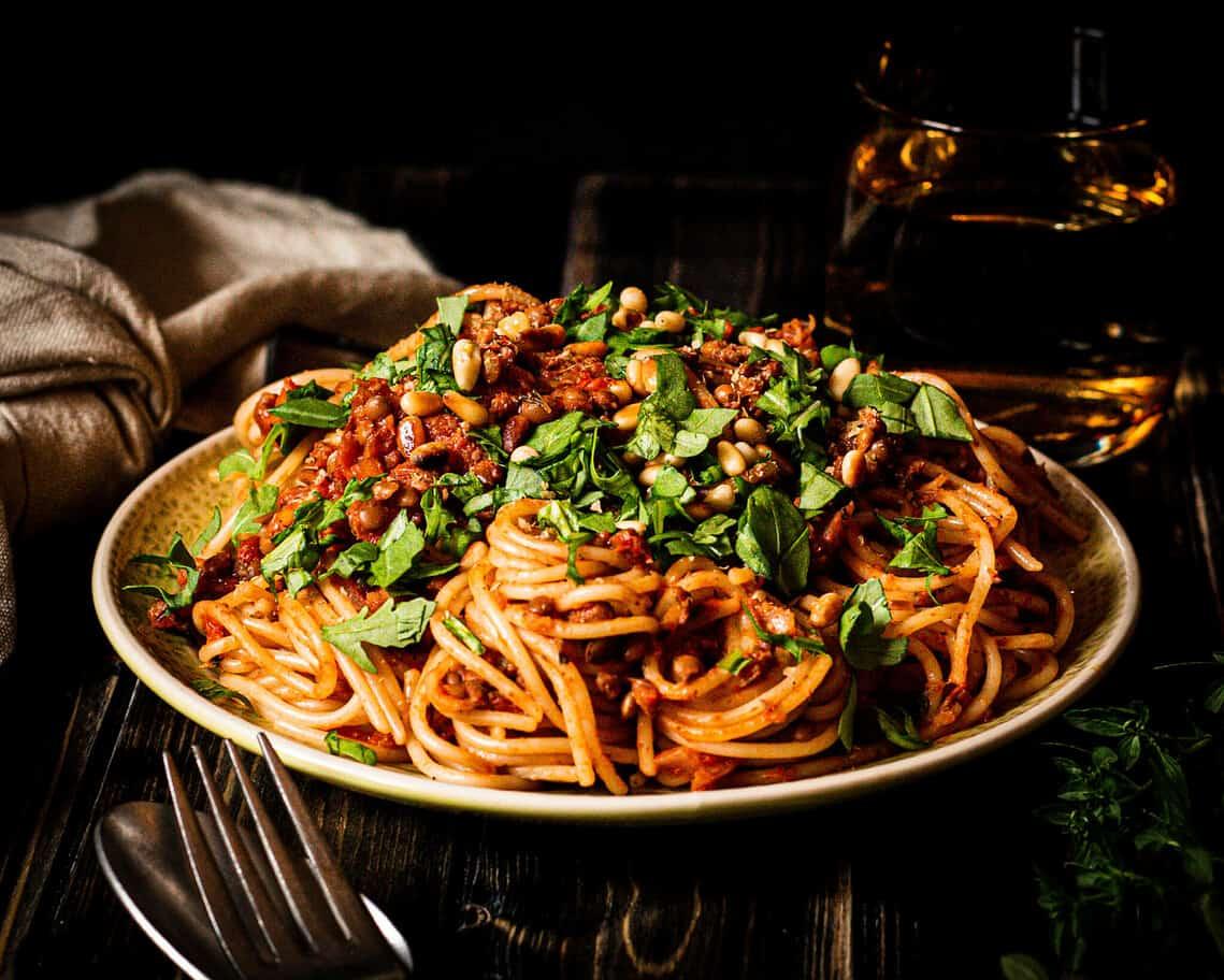 vegane Spaghetti mit Linsenbolognese